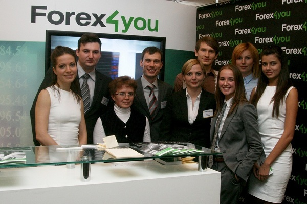 Сотрудники компании Forex4you у стенда на выствке в 2011